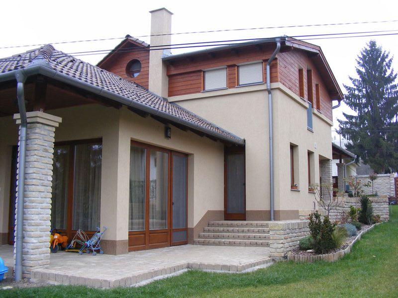 CSALÁDI HÁZAK_2009